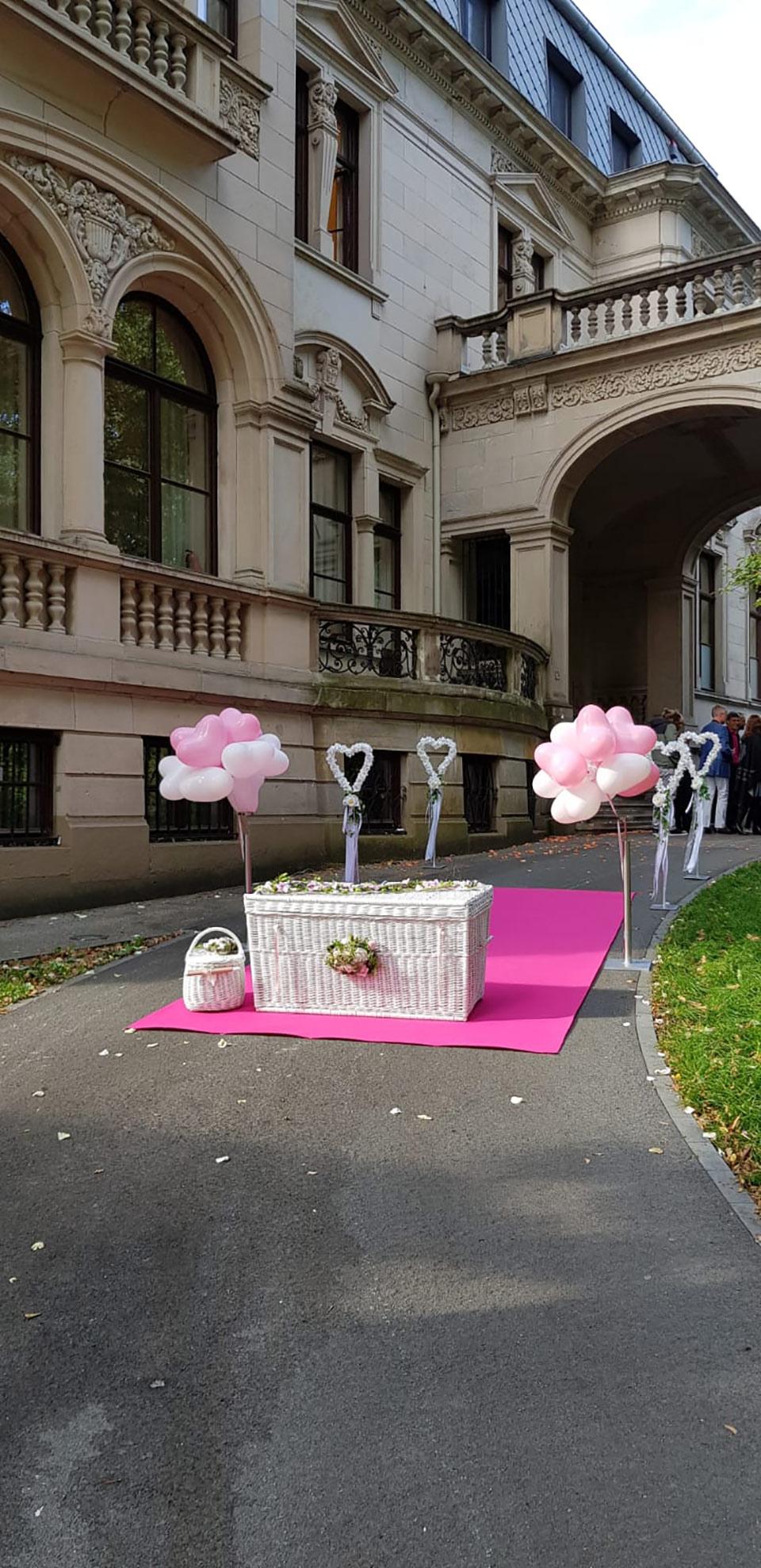 Freier-Trauredner-Sektempfang-Hochzeitstauben-Hochzeitsballons-Peter-Brocks-2