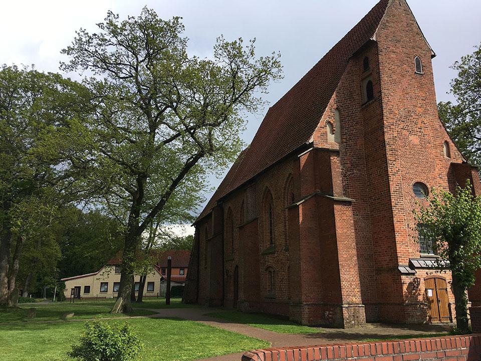20190504-weisse-Ballons-Traualtar-Hochzeitsueberraschung-Kirche-Bremen-Stuhr-5