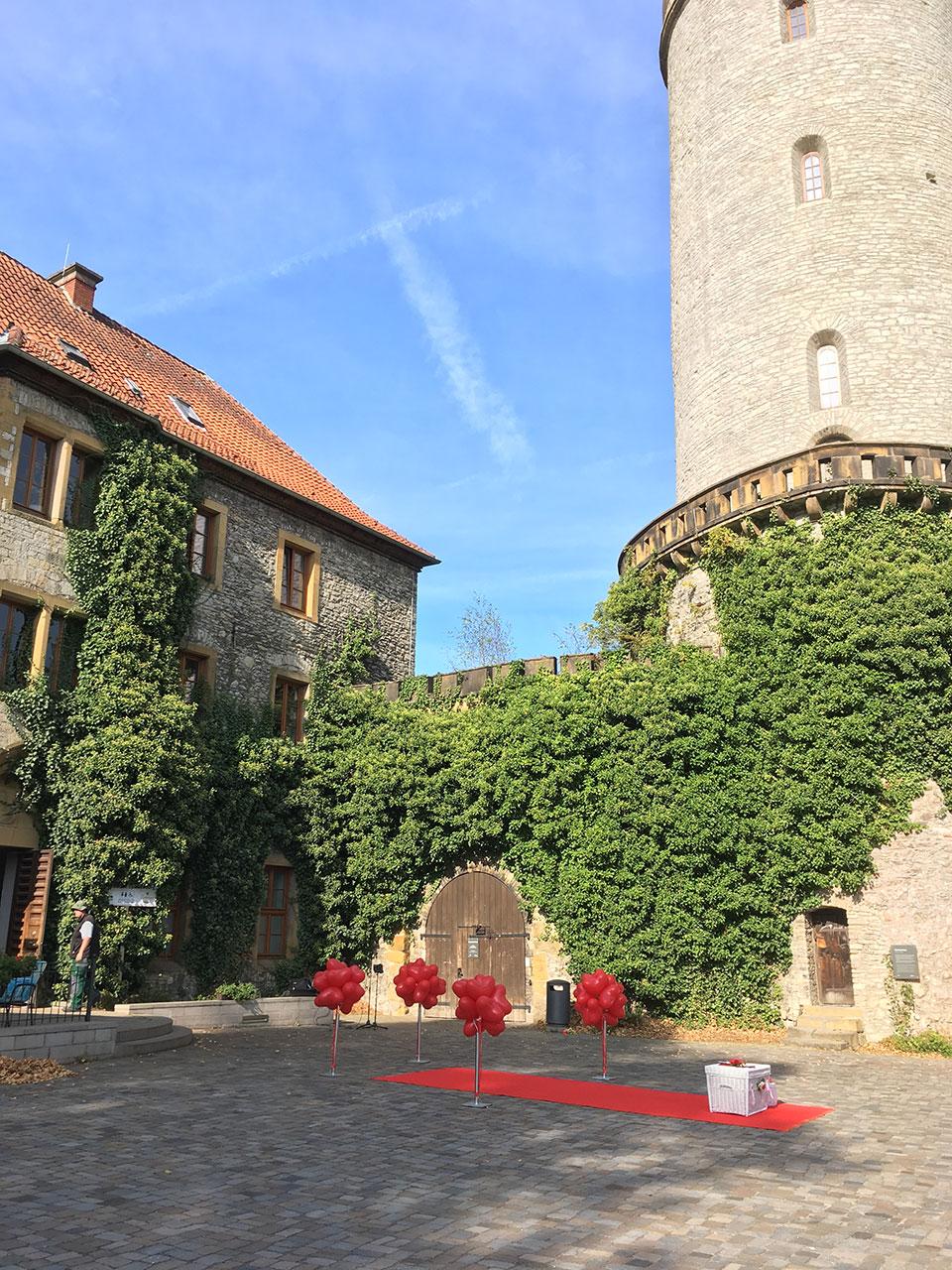 20190710-Bielefeld-Rathaus-Sparrenburg-alte-Vogtei-Hochzeitstauben-Luftballons-Sektempfang-1