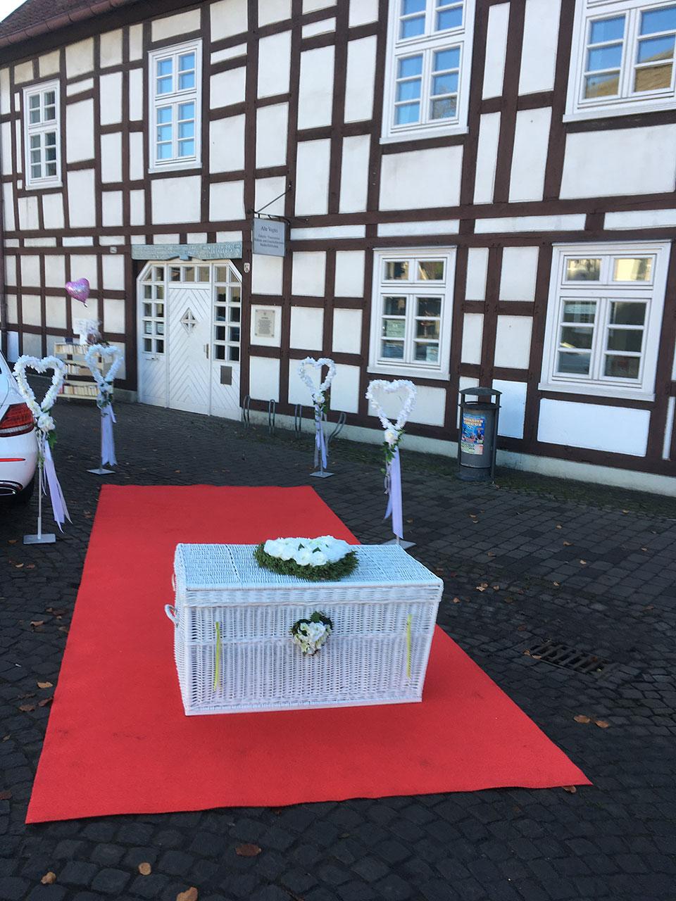 20190710-Bielefeld-Rathaus-Sparrenburg-alte-Vogtei-Hochzeitstauben-Luftballons-Sektempfang-3