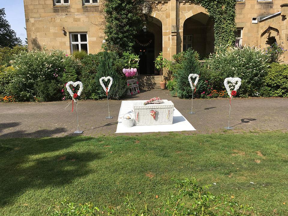 Hochzeitsueberraschung-Gut-Steinbeck-Bad-Salzuffeln-Brieftauben-Luftballons-VIP-Teppich-1