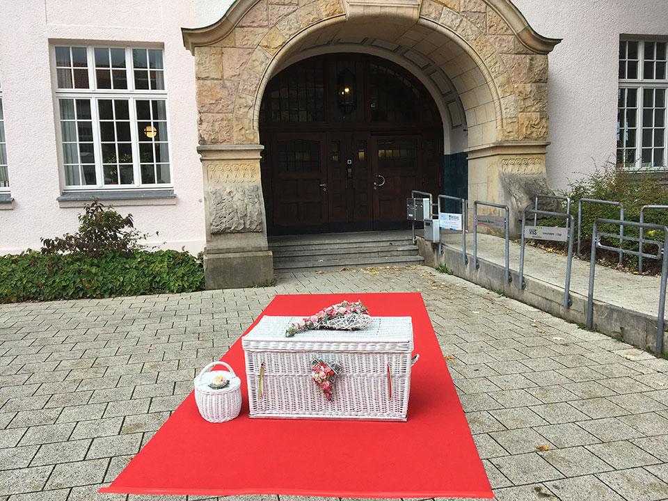 Standesamt-Detmold-Hochzeitsgeschenk-und-Hochzeitsüberraschung-mit-freiem-Trauredner-