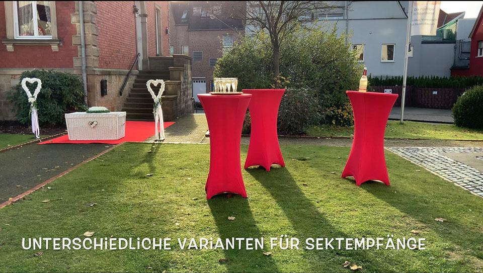 Mobiler-Sektempfang-am-Stadtmuseum-Ibbenbueren-zur-Standesamtlichen-Hochzeit-mit-Trauredner-Gluecksmomente-als-Show-praesentiert-